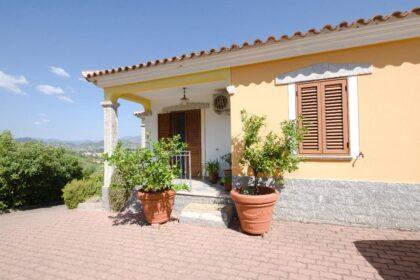 Villa mit Gästehaus, Meerblick und Olivenhain, 08020 Torpè (Italien), Haus